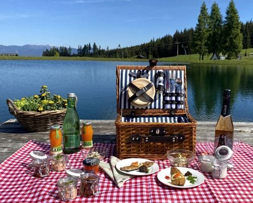 Ein Deluxe Picknickkorb auf der Simonhöhe